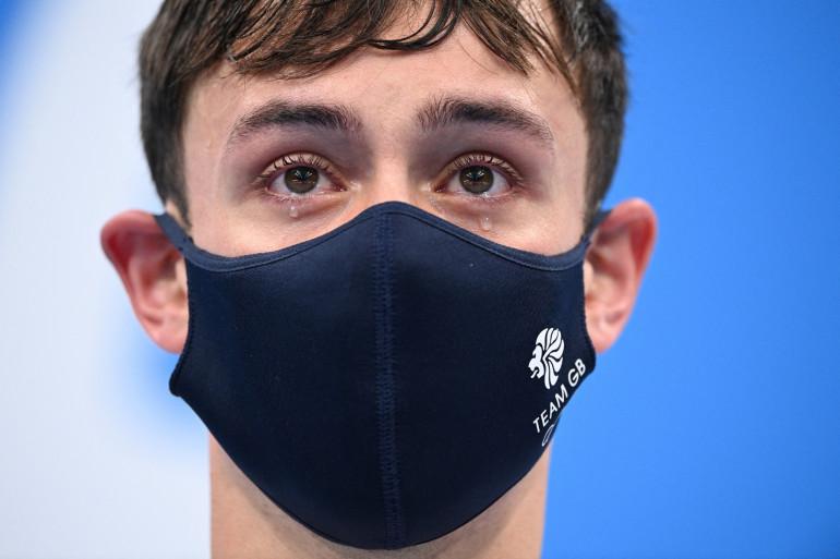 Tom Daley en larme après sa médaille d'or en plongeon le 26 juillet à Tokyo.