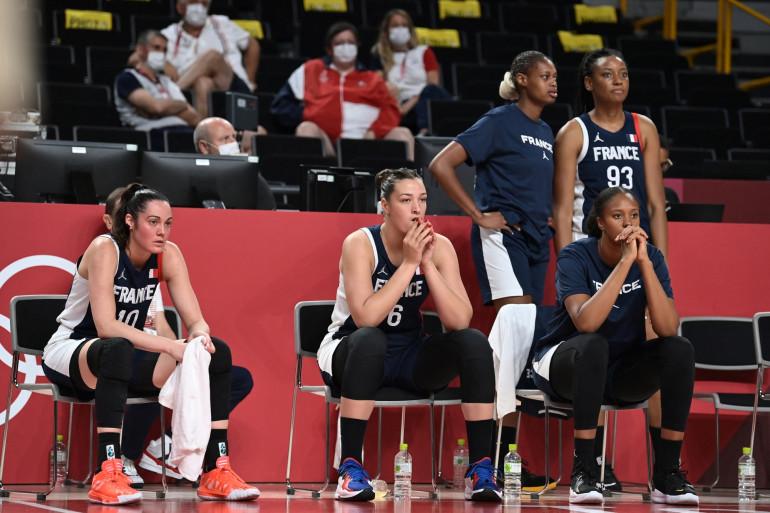 Les basketteuses françaises après la défaite face au Japon à Saitama le 27 juillet.