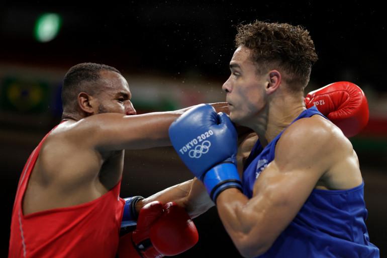 Youness Baalla lors de son combat de boxe à Tokyo face à David Nyika