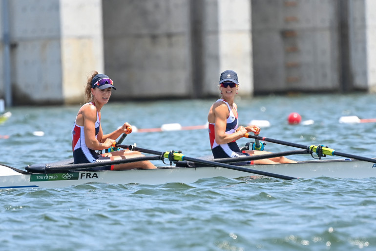 Les Françaises Claire Bové et Laura Tarantola aux Jeux Olympiques de Tokyo 2021.