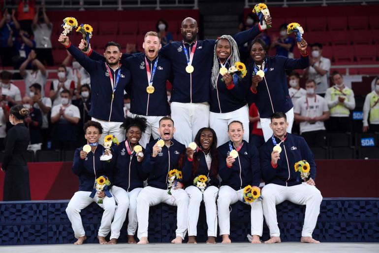 L'équipe de France mixte de judo à Tokyo le 31 juillet 2021