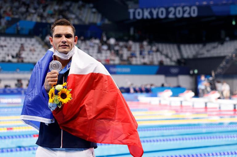 Florent Manaudou avec sa médaille d'argent à Tokyo le 1er août 2021