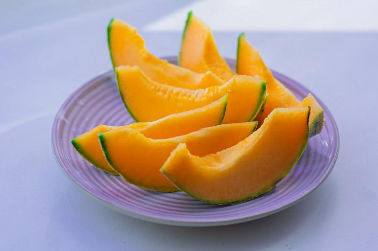 Une belle assiette de melon (image d'illustration)