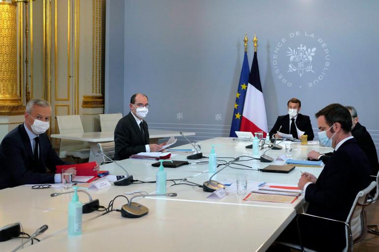 Le président Emmanuel Macron lors d'un Conseil de défense avec Bruno Le Maire, Jean Castex et Olivier Veran à l'Elysée, le 12 novembre 2020.
