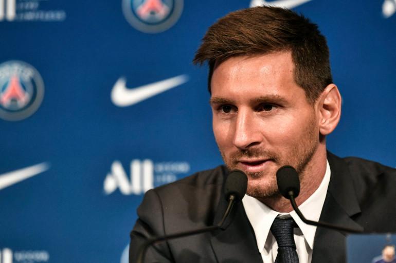Lionel Messi en conférence de presse au Parc des Princes, le 11 août