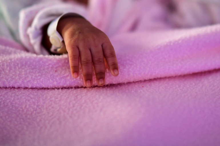 La main d'un nourrisson. (Illustration)