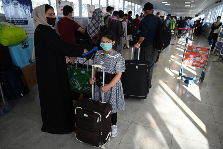 Une famille afghane s'apprêtant à quitter le pays, le 17 juillet 2021.