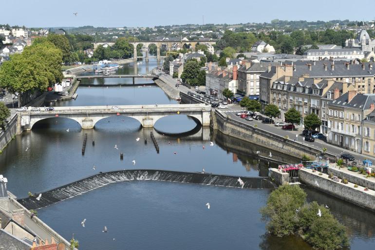 La rivière de la Mayenne, au niveau de Laval (illustration)