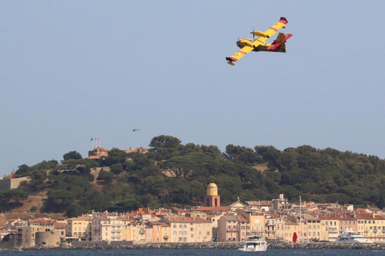 Un Canadair à Saint-Tropez le 17 août 2021