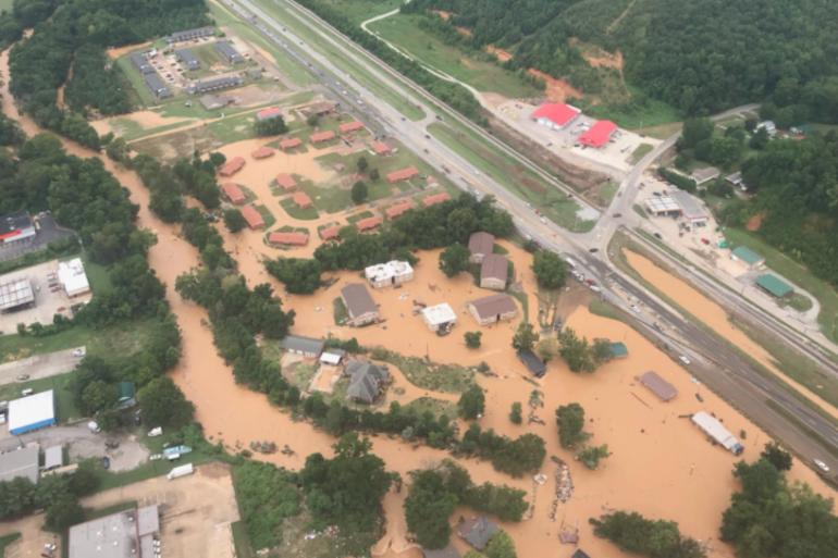 Les pompiers de Nashville ont publié des photos aériennes de la ville de Waverly, touchée par d'importantes inondations.