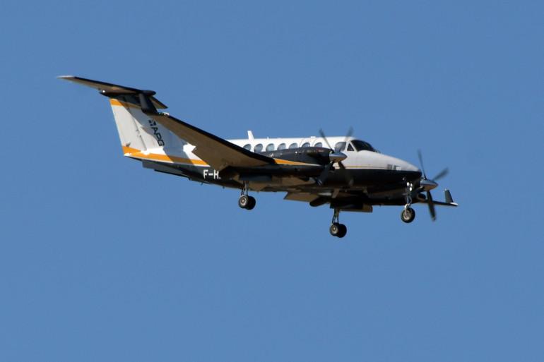 Un avion de tourisme dans les airs (illustration)