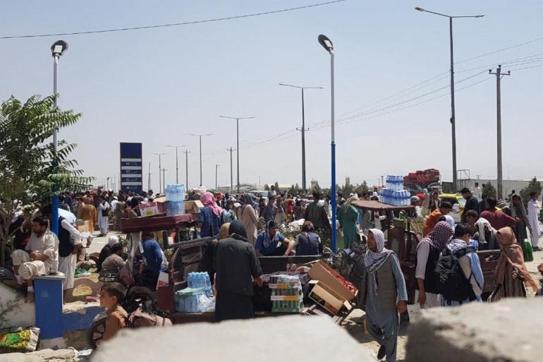De nombreux Afghans espèrent être évacués et quitter l'Afghanistan, pays tombé aux mains des talibans le 15 août dernier.