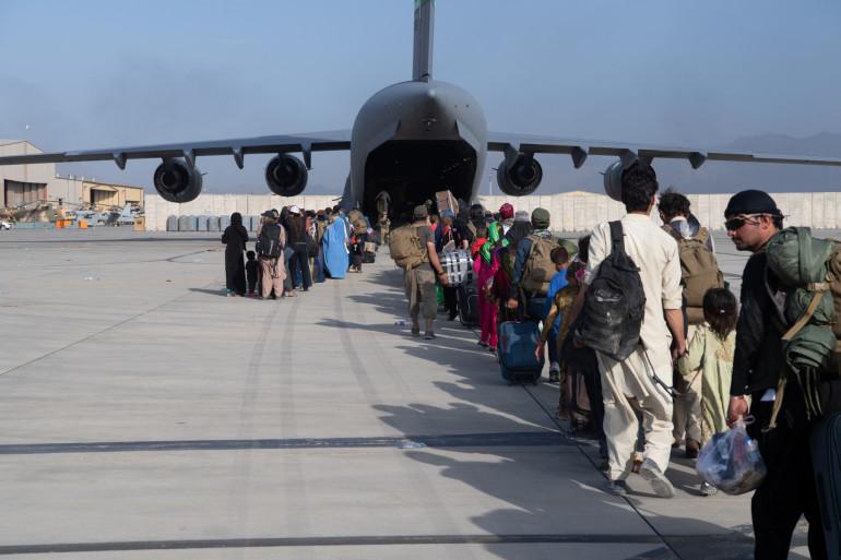Les évacuations se poursuivent en Afghanistan, mais pour combien de temps ?