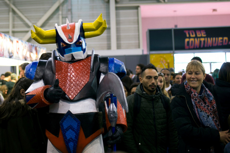 Une personne déguisée en Goldorak à Marseille en novembre 2016