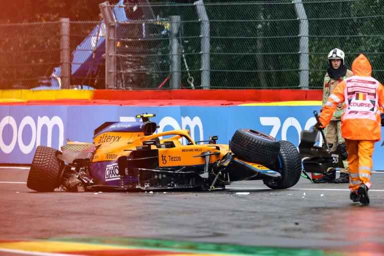 La carcasse de la McLaren de Lando Norris après son accident dans le Raidillon à Spa-Francorphamps le 28 août 2021.