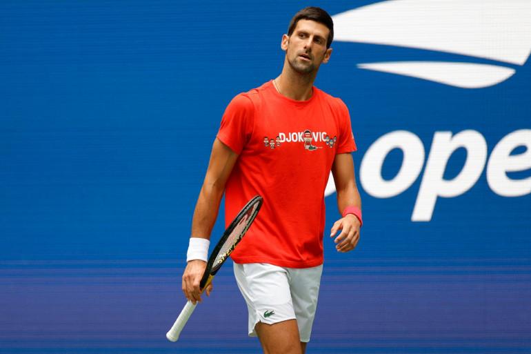 Djokovic s'entraîne sur le court Billie Jean King à l'US Open le 28 août à New York