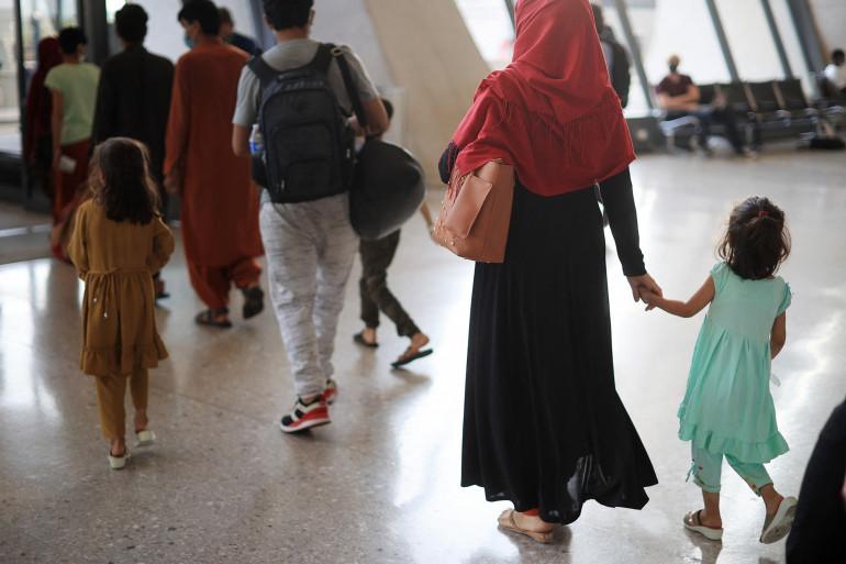 Des réfugiés afghans arrivent dans un aéroport américain, le 27 août 2021