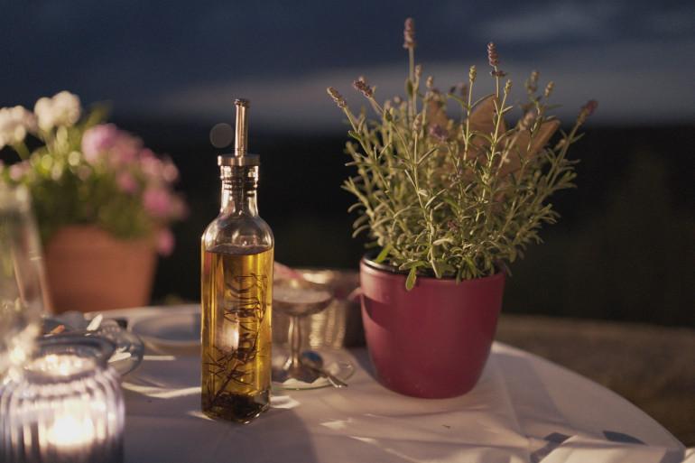 Découvrez les recettes de Cyril Lignac pour des huiles parfumées