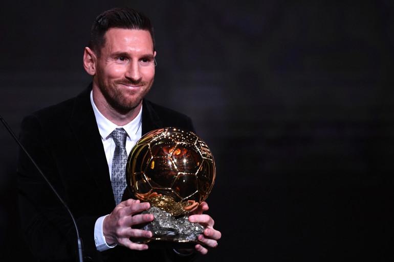 Lionel Messi avec son 6e Ballon d'Or le 2 décembre 2019 à Paris