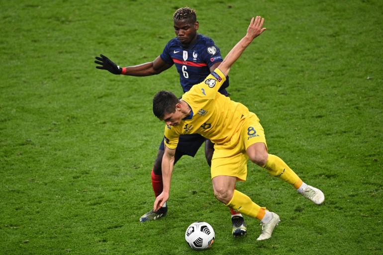 Paul Pogba au duel avec Ruslan Malinovskyi le 24 mars 2021 à Saint-Denis