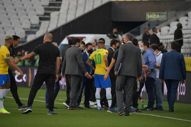 Le match entre le Brésil et l'Argentine a été interrompu dimanche 5 septembre à Sao Paulo