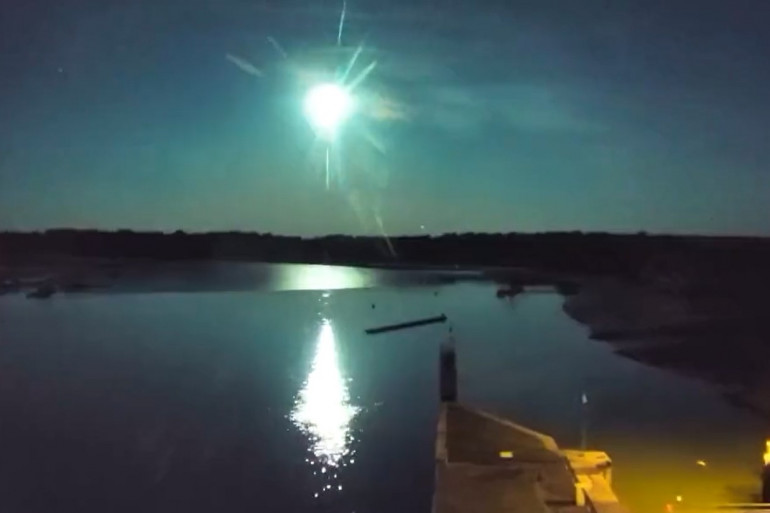 Le passage du météore capturé par une webcam Viewsurf à Arzal dans le Morbihan