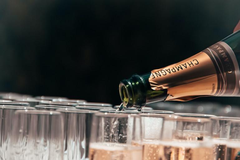 Une bouteille de champagne (image d'illustration)