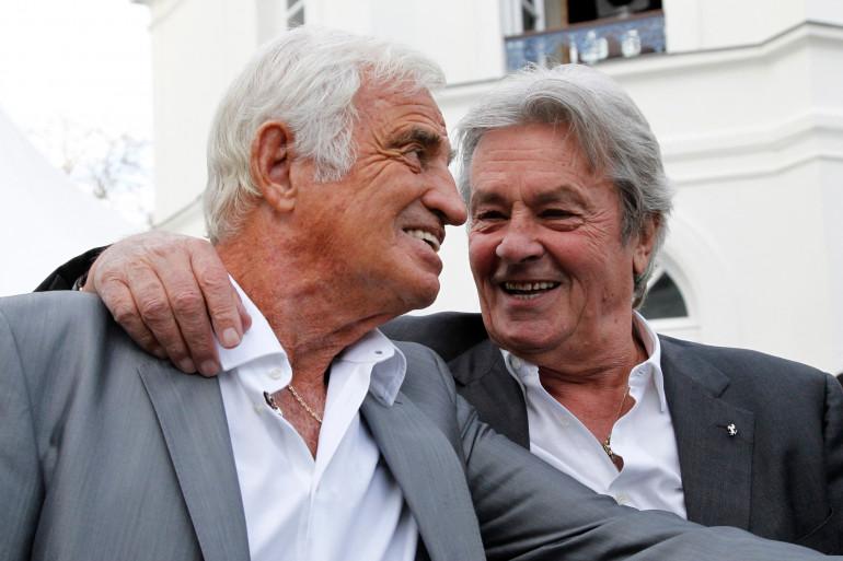 Jean-Paul Belmondo et Alain Delon à l'inauguration du musée Paul Belmondo dédié à l'œuvre de son père, à Boulogne-Billancourt, le 14 septembre 2010.