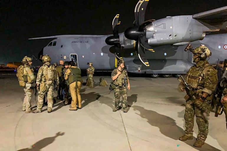 Illustration de soldats français à Kaboul, le 17 août 2021, en mission d'évacation des ressortissants français en Afghanistan