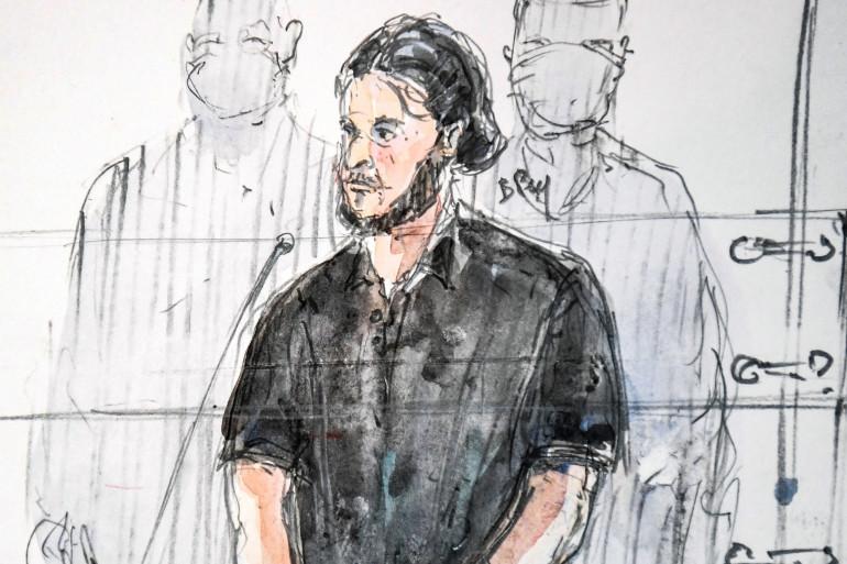 Salah Abdeslam, le principal suspect des attentats du 13 novembre 2015, debout au premier jour du procès le mercredi 8 septembre.
