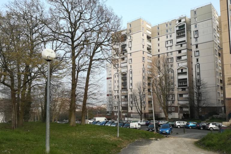 La cité des Tarterêts à Corbeil-Essonnes, au sud-est de Paris, le 20 mars 2020.