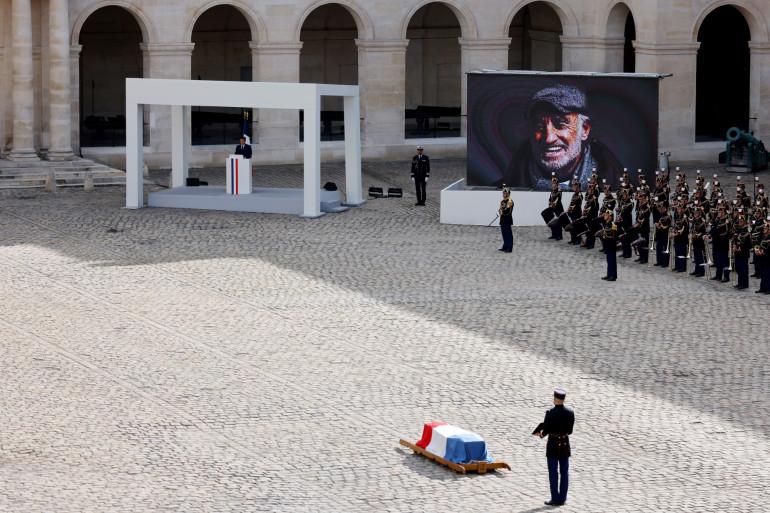 Emmanuel Macron lors de son discours en hommage à Jean-Paul Belmondo à l'Hôtel des Invalides à Paris, le 9 septembre 2021.