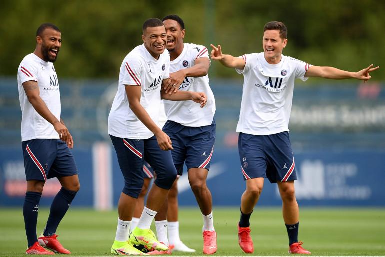 Rafinha, Mbappé, Diallo et Herrera avec le PSG à l'entraînement le 10 septembre 2021