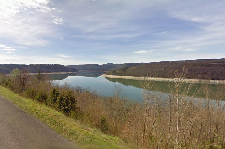 Le lac de Vouglans dans le Jura