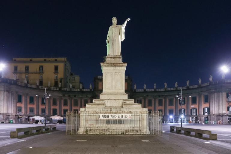 La statue de Dante à Naples