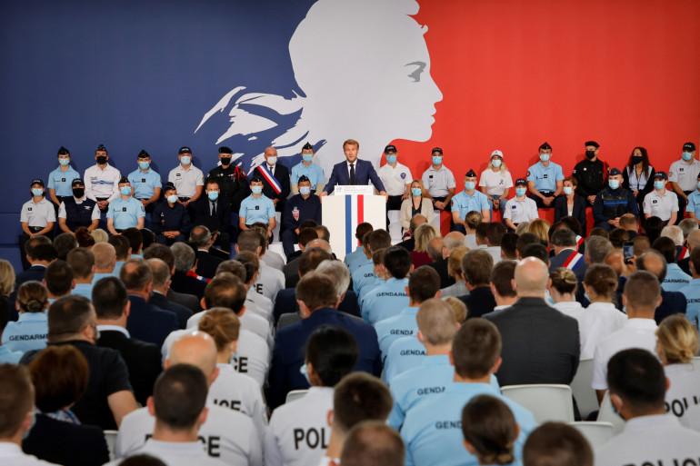 Emmanuel Macron a annoncé de nouvelle mesures pour les forces de l'ordre mardi 14 septembre à Roubaix.