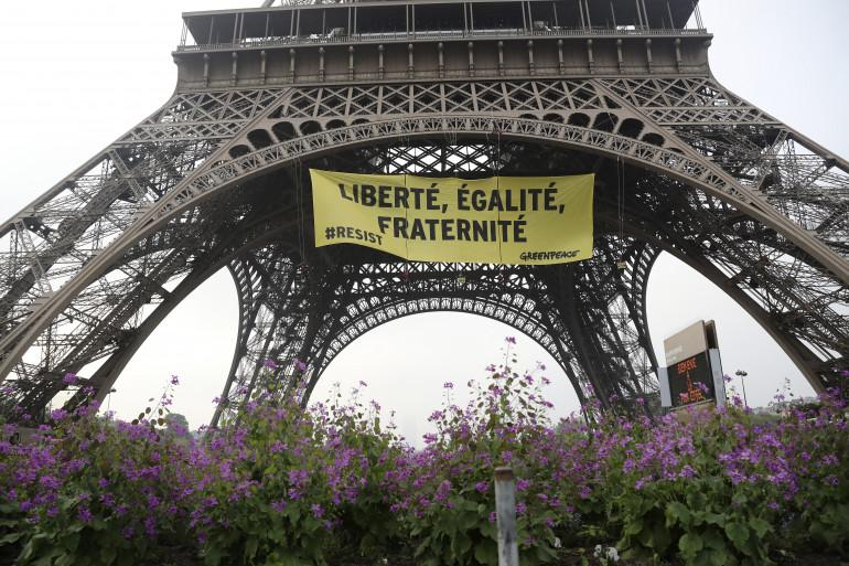 Greenpeace avait déployé une banderole contre l'extrême droit à deux jours du second tour de la présidentielle de 2017.