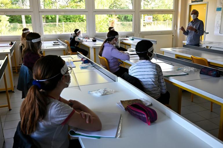 Une salle de classe du collège Claude Debussy à Angers, le 18 mai 2020. (Photo d'illustration)