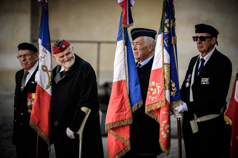 Des anciens combattants harkis lors d'une cérémonie aux Invalides (Paris) le 25 septembre 2018.