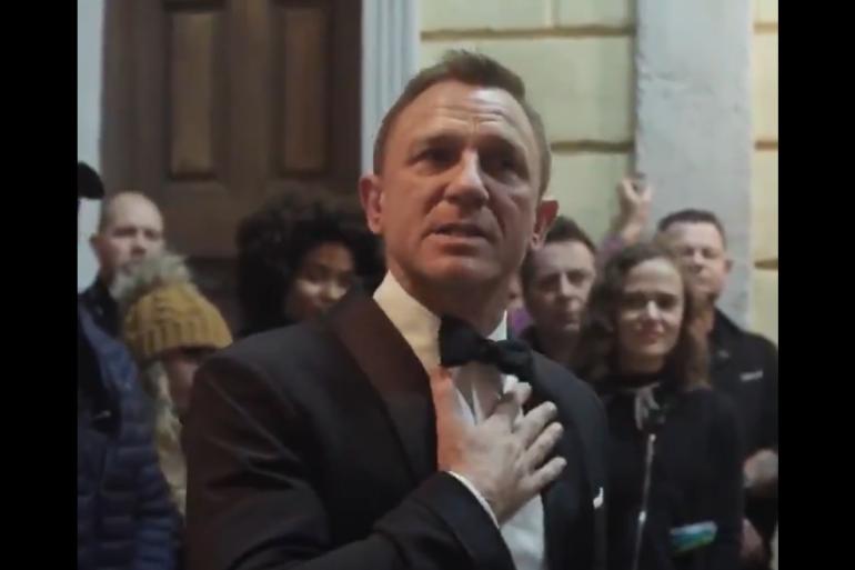"""Daniel Craig lors de ses adieux à la fin du tournage de """"Mourir peut attendre"""""""