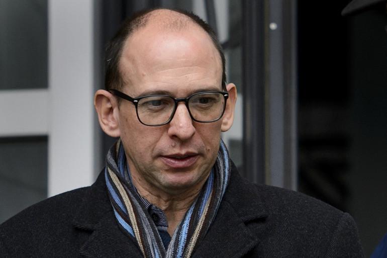 Une photo prise le 29 novembre 2012 montre le généticien français Laurent Segalat quittant le palais de justice du canton de Vaud à Lausanne.