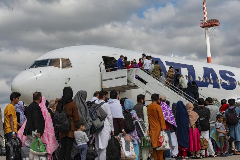 Les adresses mails de plus de 250 Afghans cherchant à s'installer au Royaume-Uni ont été copiées par erreur dans un email du ministère de la Défense.