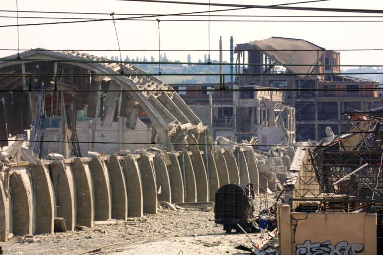 Vue partielle prise le 21 septembre 2001 de l'usine chimique AZF située dans la banlieue sud de Toulouse