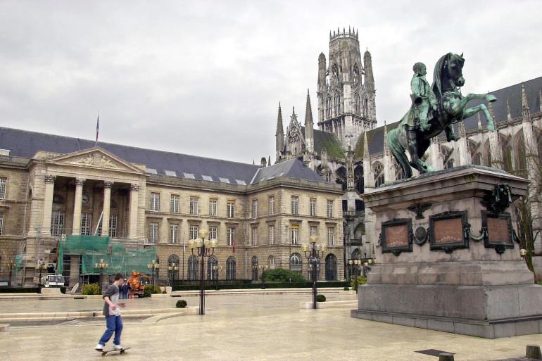 La statue de Napoléon, Place de de l'Hôtel de Ville.
