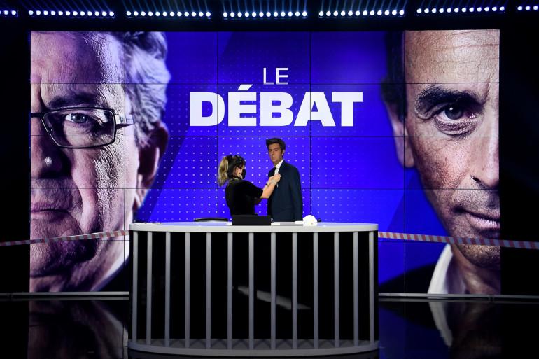 Le plateau de BFMTV pour le débat entre Eric Zemmour et Jean-Luc Mélenchon le jeudi 23 septembre.