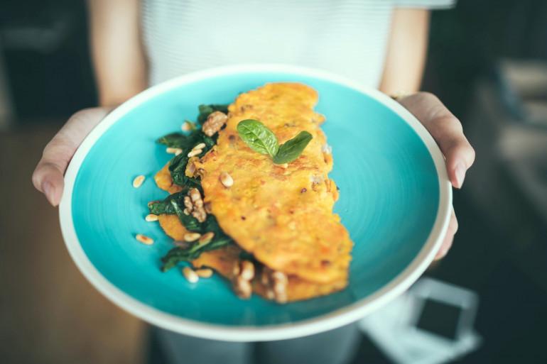 Découvrez les astuces de Cyril Lignac pour cuisiner une omelette