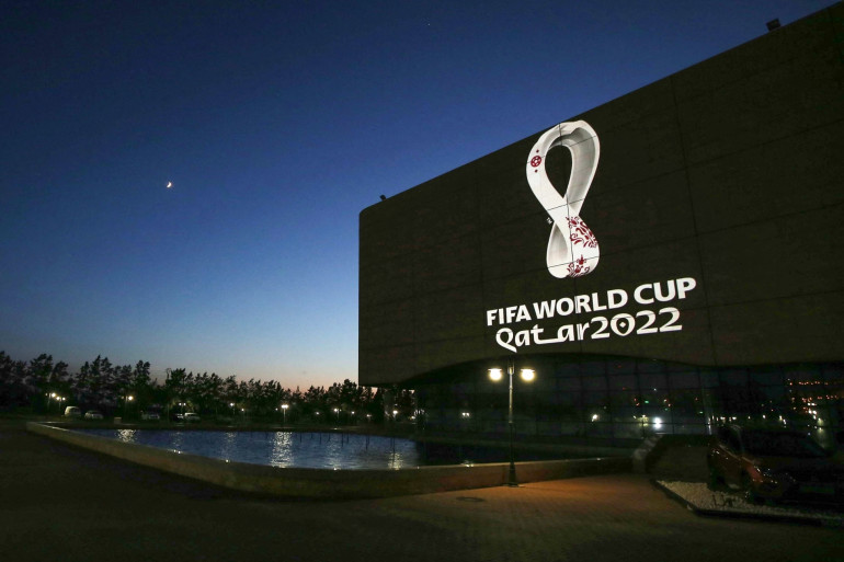 Le logo de la Coupe du monde 2022 au Qatar projeté à Alger le 3 septembre 2019