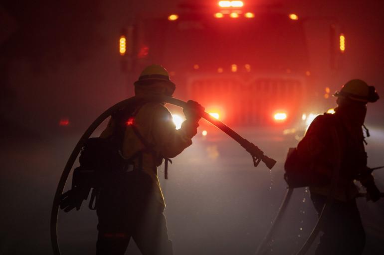 Près de 600 pompiers luttent contre les flammes en Californnie.