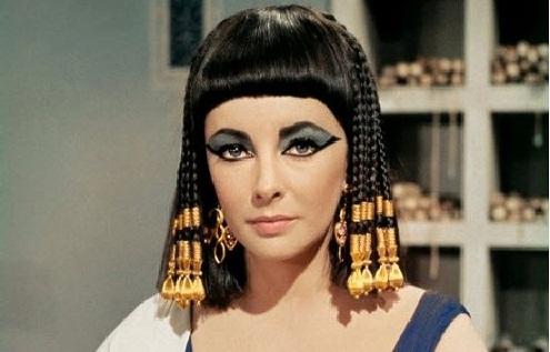 """Elizabeth Taylor lors du tournage de """"Cléopâtre"""" en 1962"""