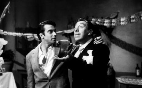 """Une image tirée du film """"En avant la musique"""" (1962) où Fernandel tournait avec son fils Franck"""